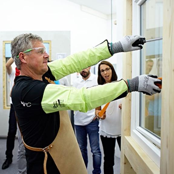 Les cambrioleurs s'introduisent par les fenêtres.