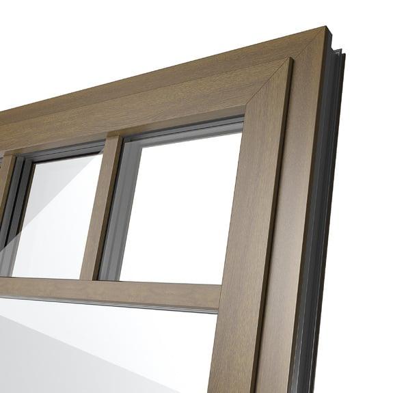 Le superfici in alluminio con decori legno hanno un aspetto particolarmente autentico.