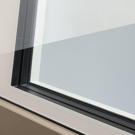 El vidrio de la hoja Nova-line Plus y Twin llevan los bordes esmaltados.