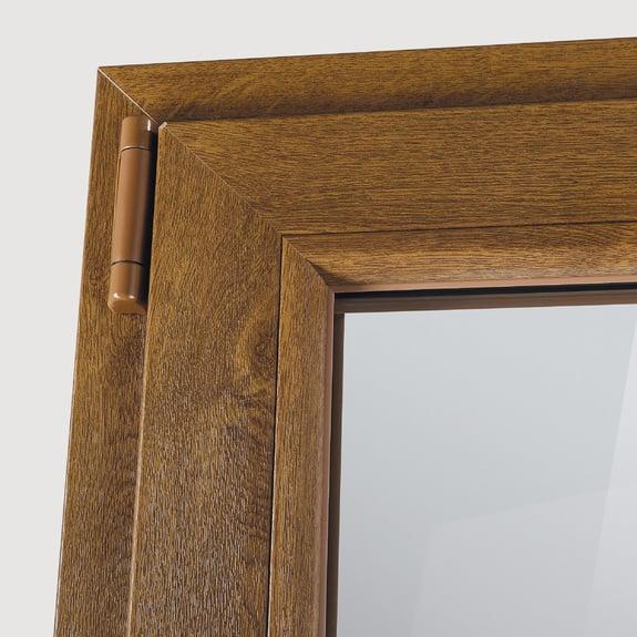 El acabado con aspecto madera está termofusionado al perfil de PVC.