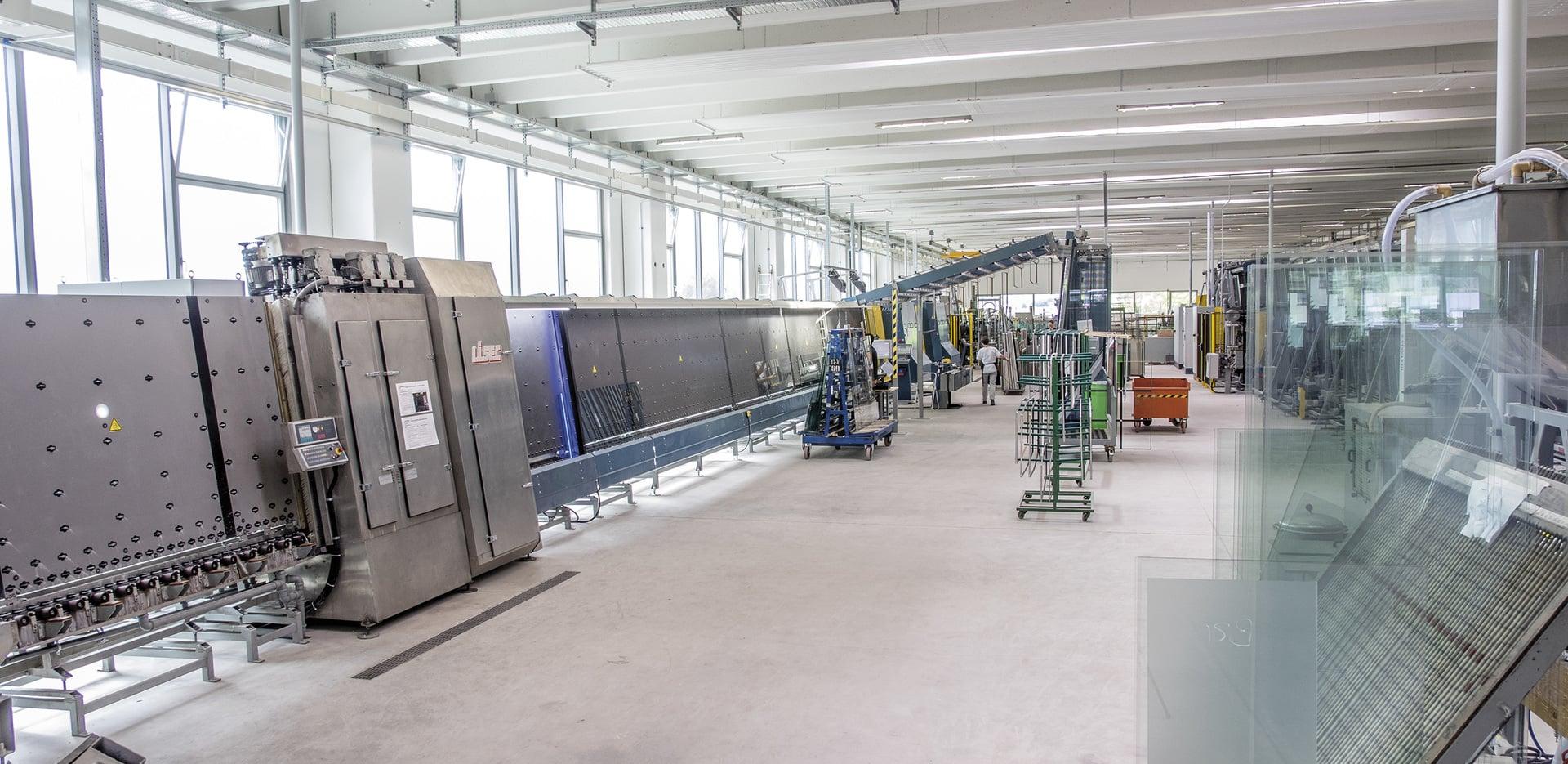 Fabricação de vidro isolante.