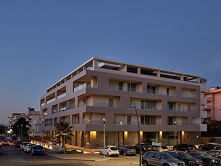 Edificio comercial y residencial en Caserta