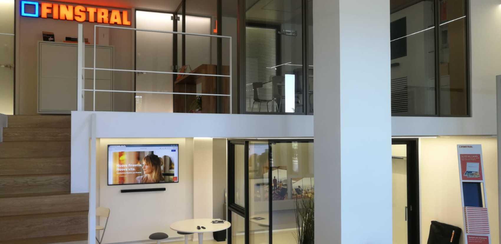 Studio Partner Finstral a Catania: 270 m² di esposizione con finestre e porte d'ingresso tutte da scoprire.