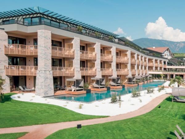 Hotel Weinegg in Girlan