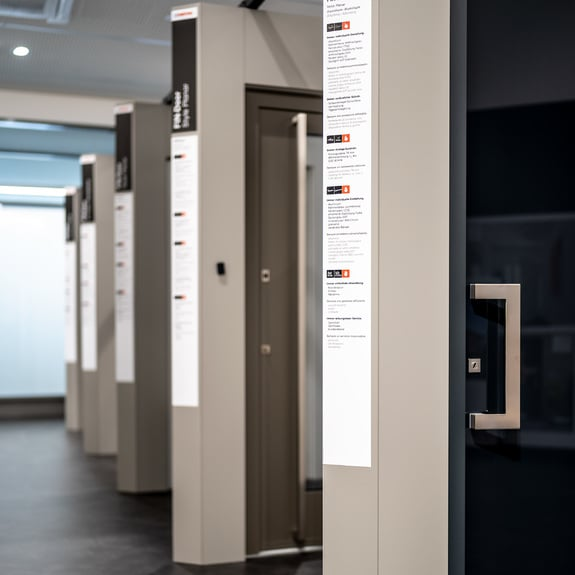 Graças a gama Finstral, {{placeholderCompany}} oferece a porta de entrada personalizada dos seus sonhos.