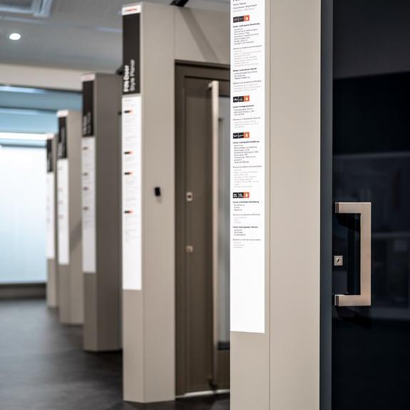 Gracias a la gama Finstral, {{placeholderCompany}} le ofrece las puertas de entrada personalizadas de sus sueños.