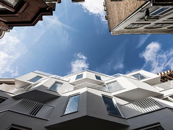 """As janelas definem a estética de todo o edifício."""