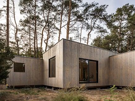 Casa de madera en el lago Köriser See